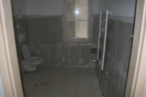 Das neue Bad gefließt - aber totall verdreck :-(