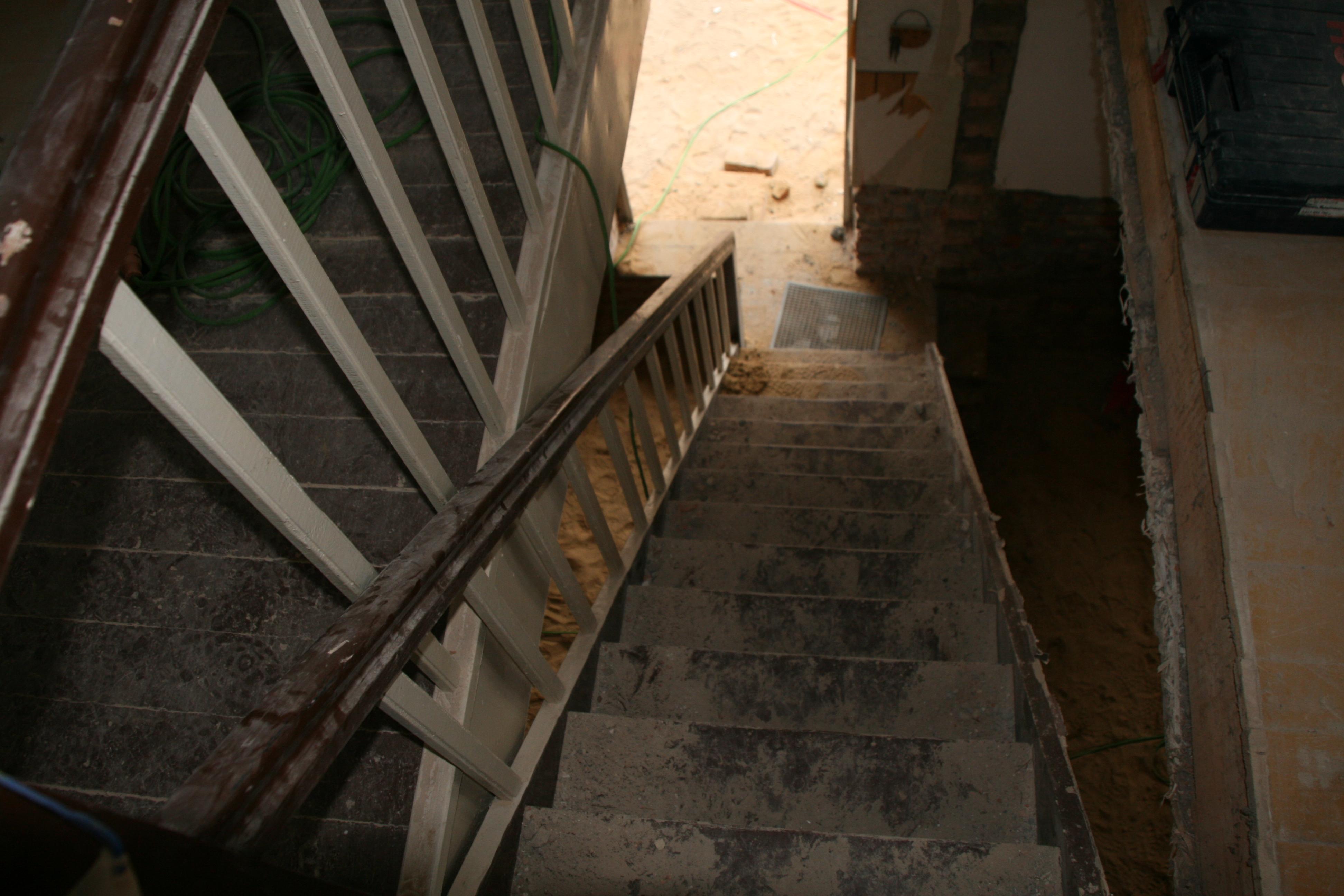 Noch ist die alte Treppe da ;-)