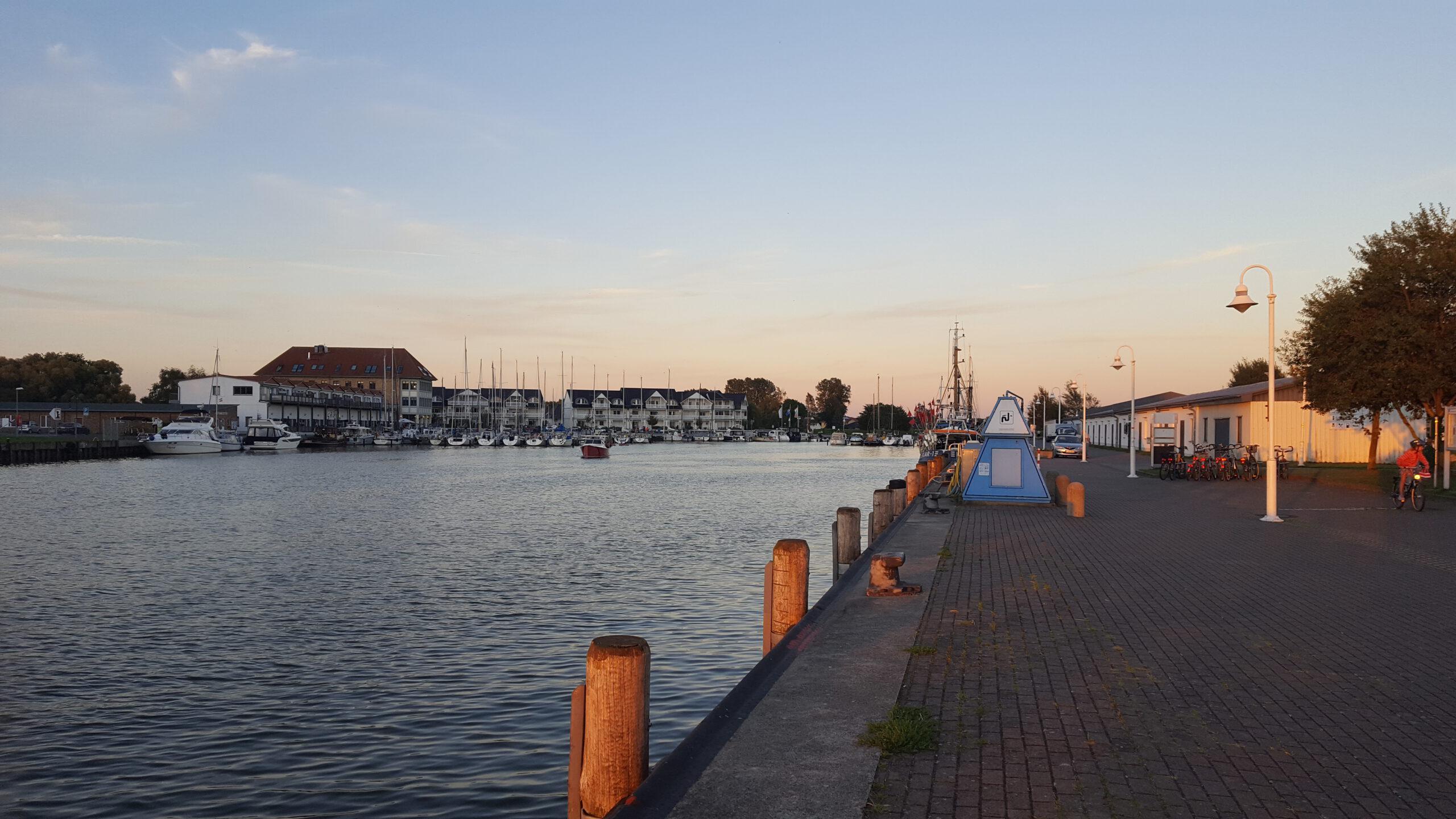 Hafen Karlshagen - am Abend - Ostsee Urlaub Wanderwege Zempin Insel Usdeom Ausflusgziel
