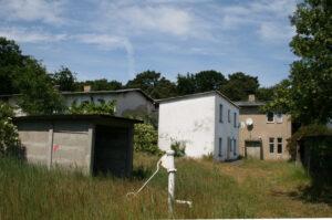 Das Grundstück mit Ferienhaus im Sommer 2009