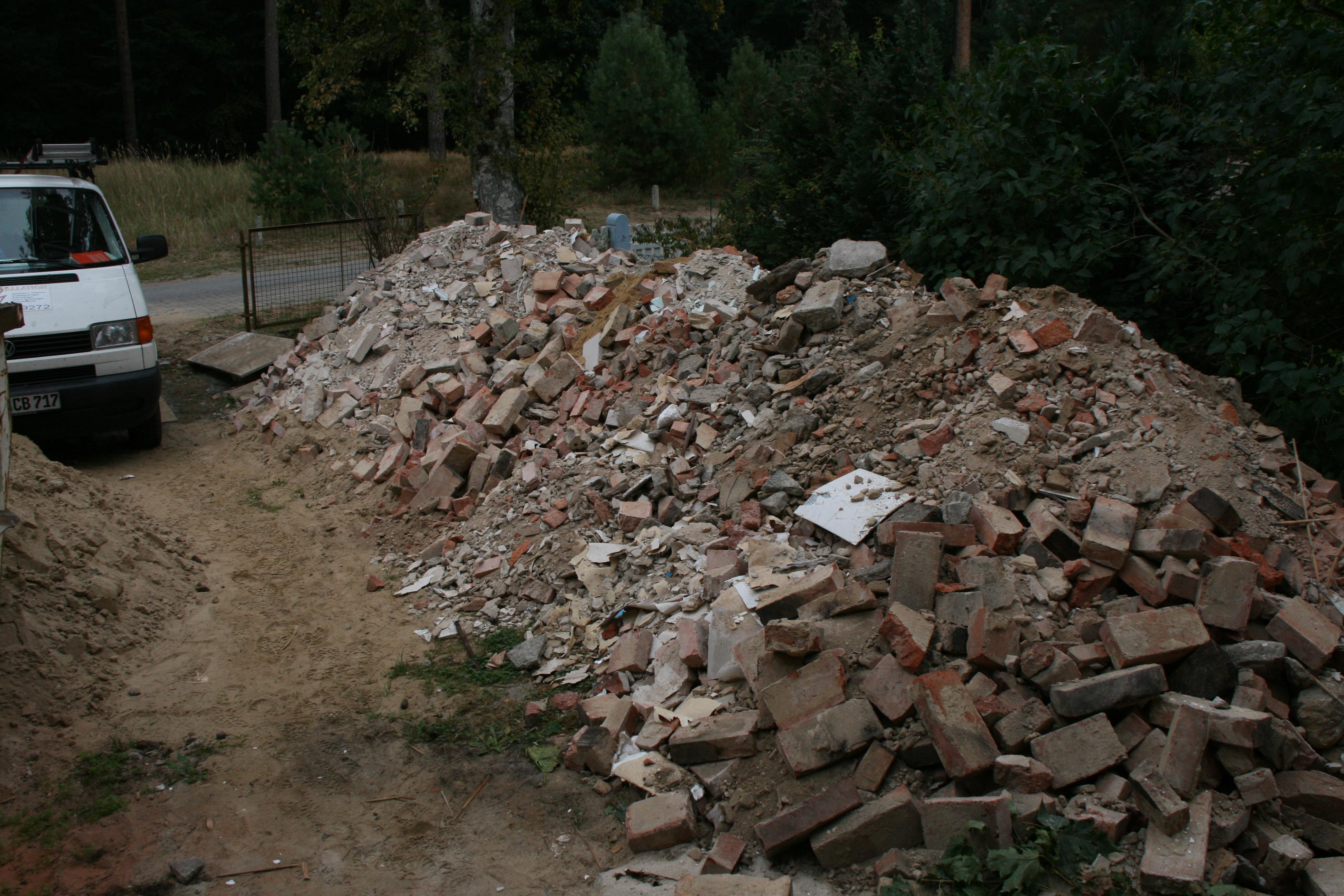 Steinhaufen statt Wege