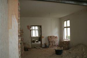 Wohnzimmer und Küchenbereich - Trennwand zur Nachbarwohnung fehlt noch